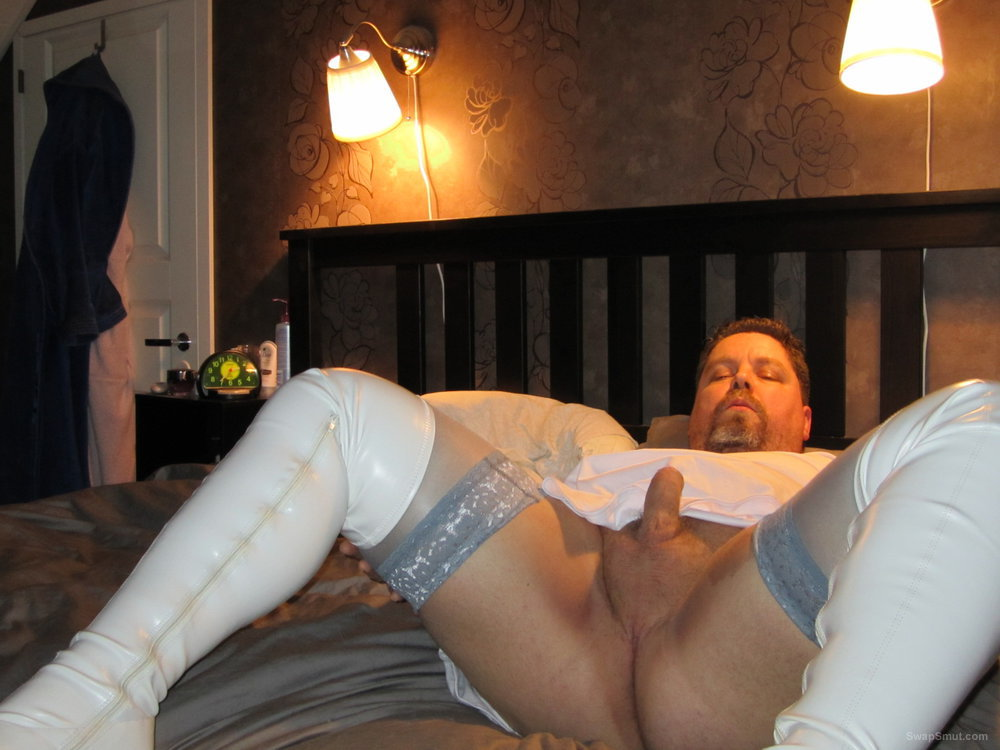 Small dicked sissy exposing himself for the world
