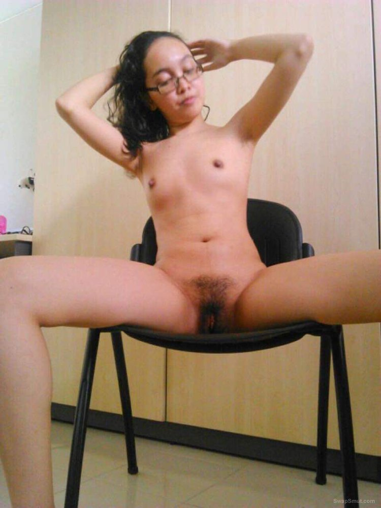 Muslim girl flashing nude in the office