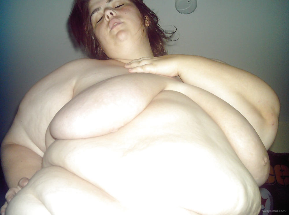 Sexy amateur bbw showing off her 44ds for everyone to enjoy