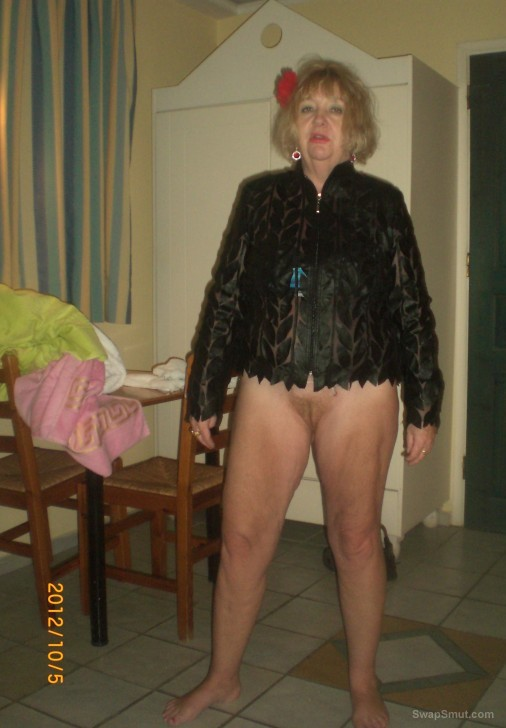 Mature GILF from Norway posing for gilf lovers public exhibitionism