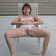 Sexy milf spread her sexy legs for you showing fanny wanting sex