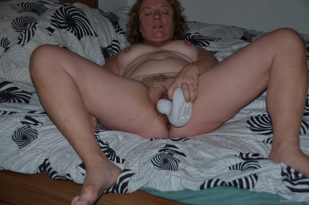 One sexy GILF still horny after all these years