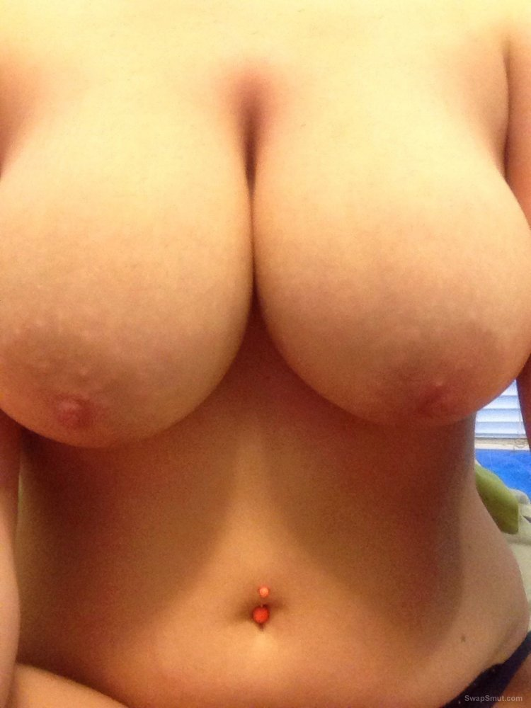 Big tits gf showing off her boobs