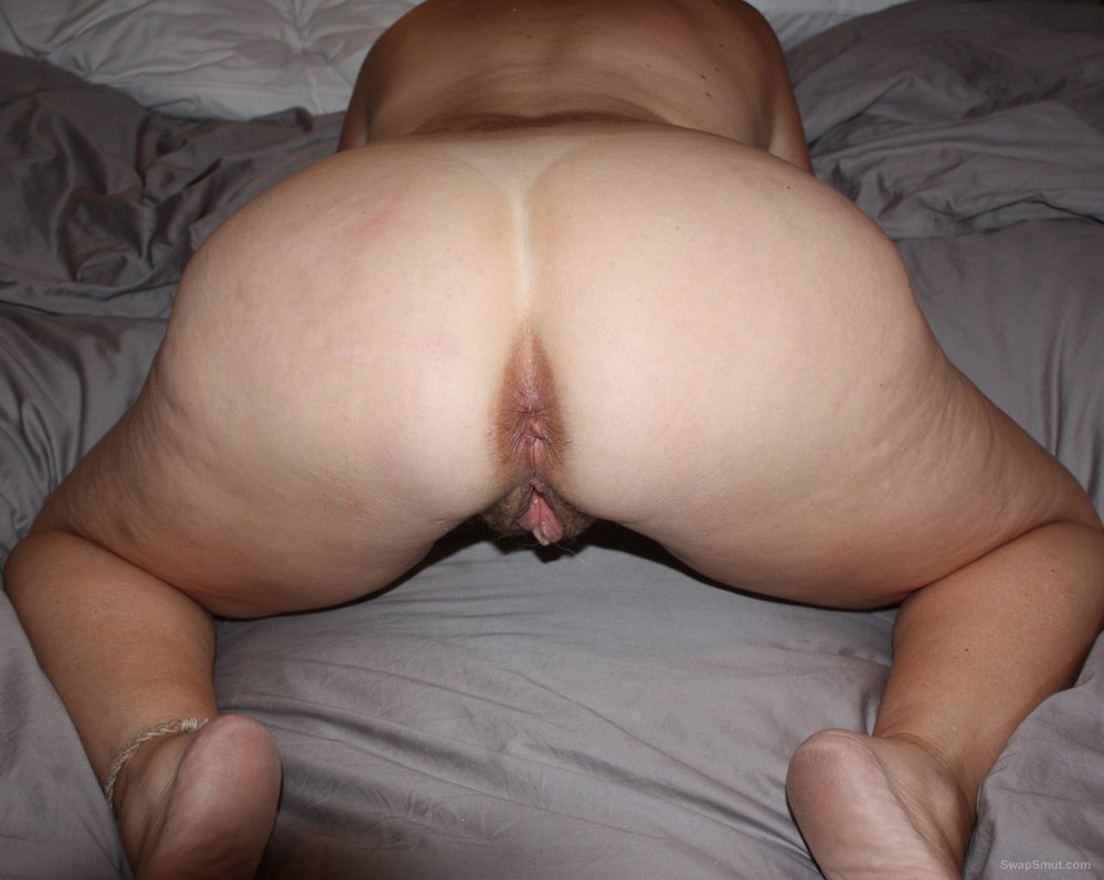 Pictures of Naked wife having some fun