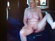 A LITTLE VID OF THE WIFEY FINGERING HERSELF